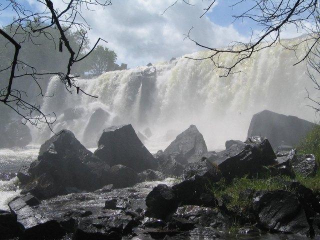 Chishimba-Falls-in-December-1